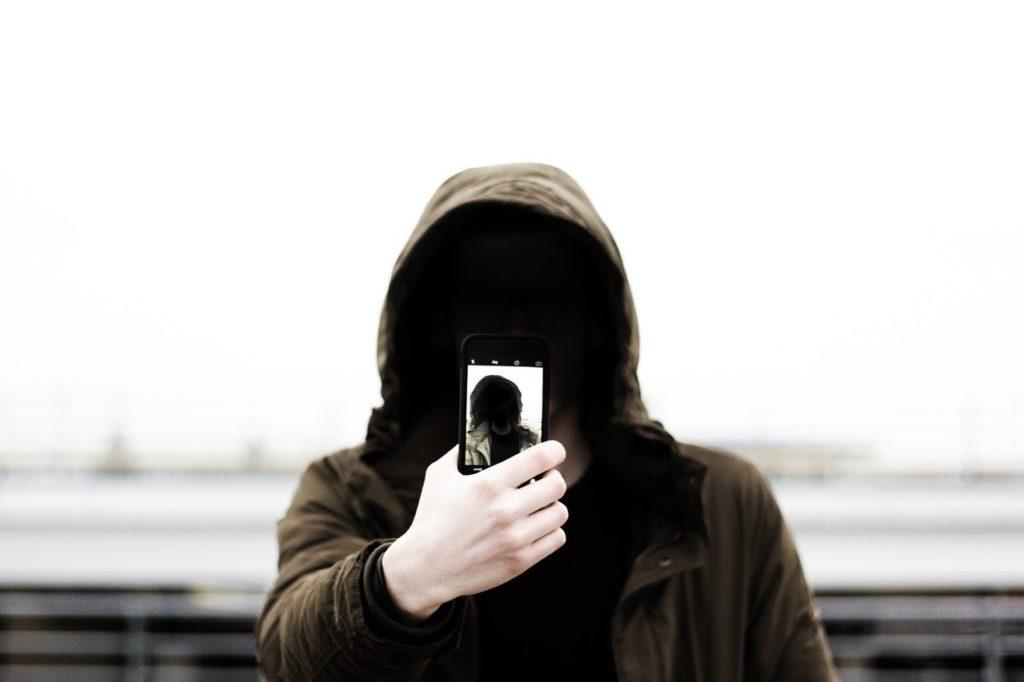 मोबाइल फोन से रहें सावधान