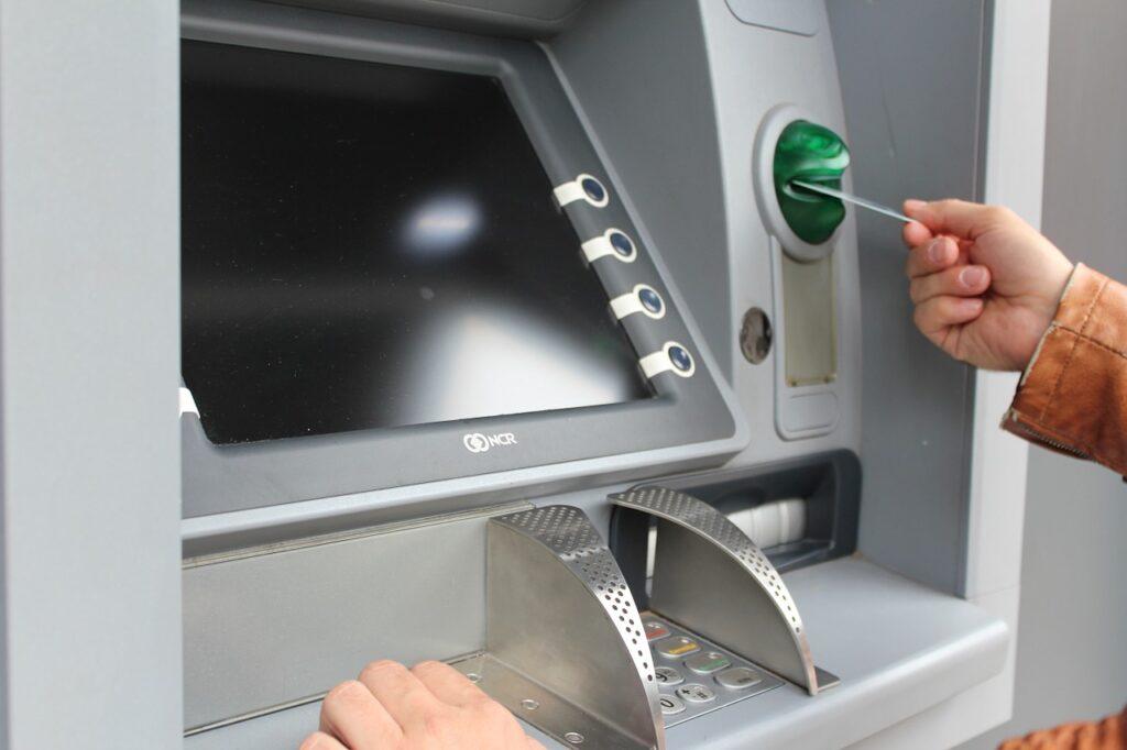 ATM card se paise Kaise nikale 2020 | ATM Machine se paise kaise nikale | ATM Card cash Withdrawal